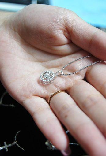 【台中】婚戒.鑽石首飾.鑽戒推薦首選■鑽石價格合理◎我買了一條閃亮亮又珍貴的鑽石項鍊,挑選撇步分享-優質台中鑽石專賣店