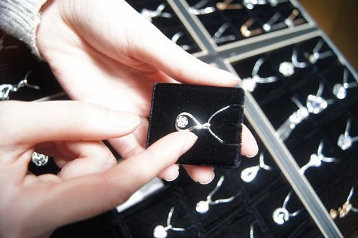 【台中鑽石推薦】鑽石婚戒訂製/鑽石項鍊分享#這家銀樓的首飾價錢好划算,款式流行又漂亮●買了有種賺到的感覺,『台中』GIA鑽石專賣店