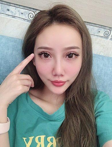 台中西區霧眉推薦:Double Q老師運用最新的飄眉手法幫我打造素顏也能美美的眉毛!紋眉當下就很自然耶!
